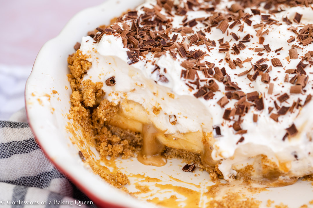 inside the pie dish showing the layers of banoffee pie