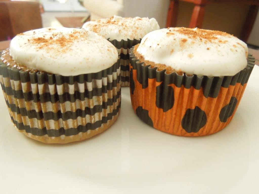 Pumpkin Pie Cupcakes www.confessionsofabakingqueen.com