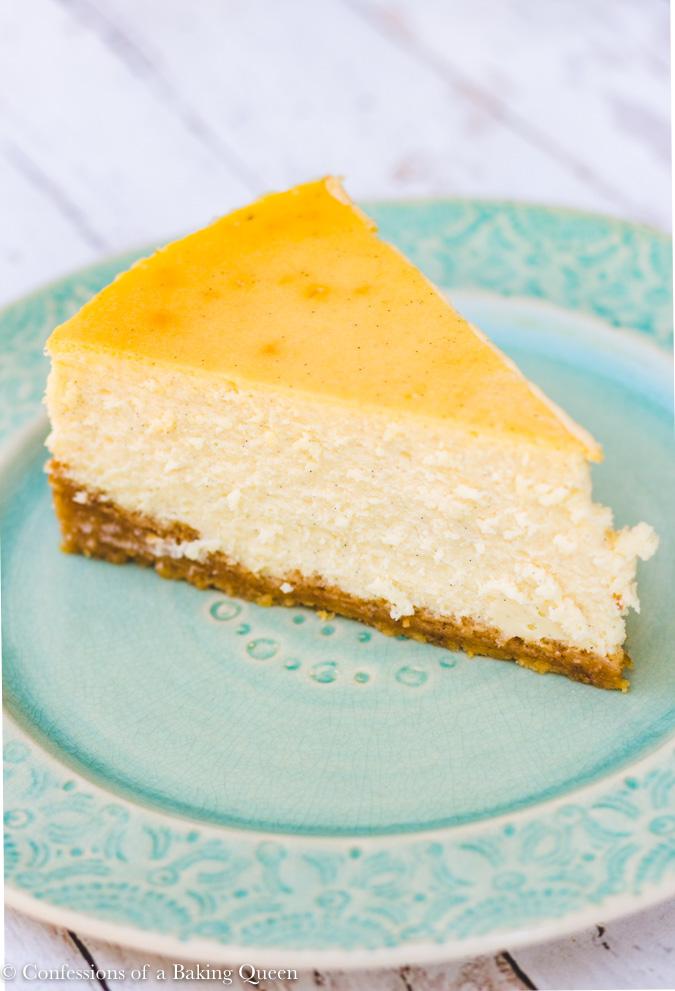 vanilla bean cheesecake recipe slice on a turquoise plate